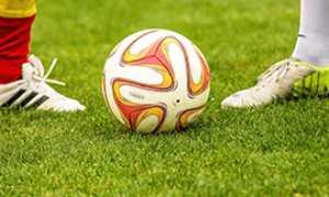b calcio palla prato